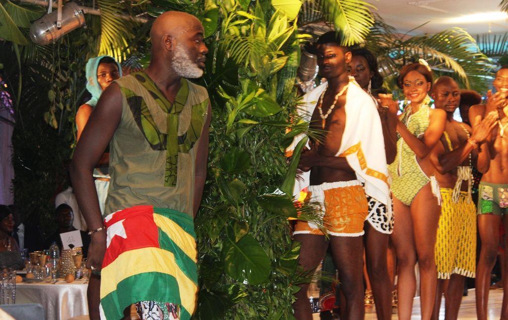 fo kiki fashion c est nous m me les africains de valoriser le pagne et nos tissus. Black Bedroom Furniture Sets. Home Design Ideas