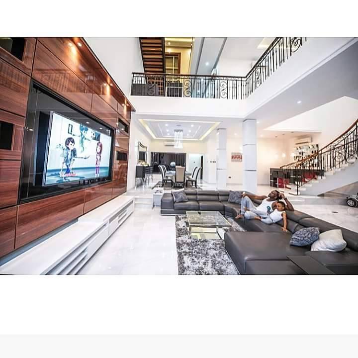 l 39 une des plus belles villas des stars africaines celle des fr res p square culturebene. Black Bedroom Furniture Sets. Home Design Ideas