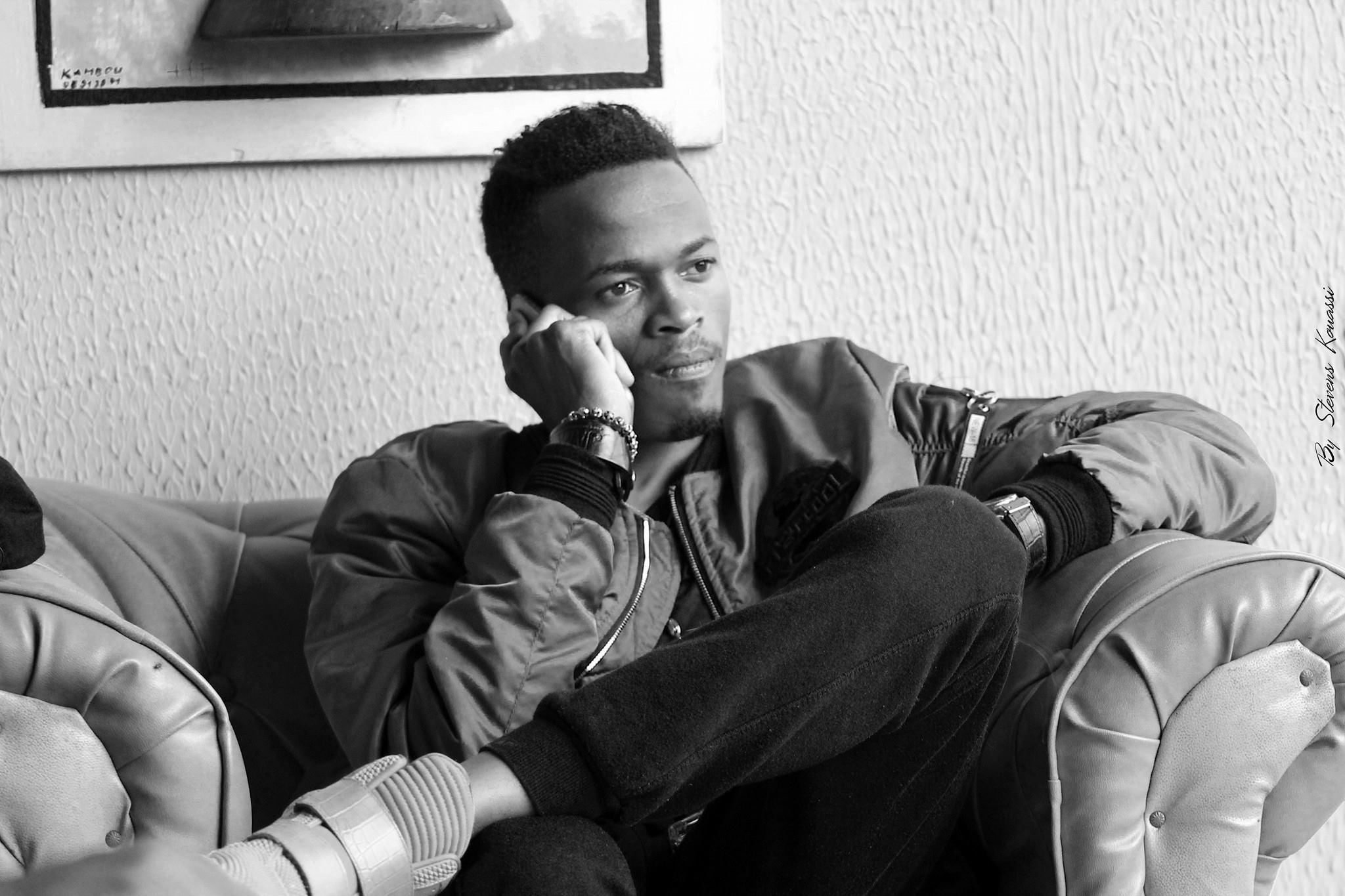 Photo of Coupé-Décalé : Debordo Leekunfa se réconcilie avec Molaré (En vidéo)