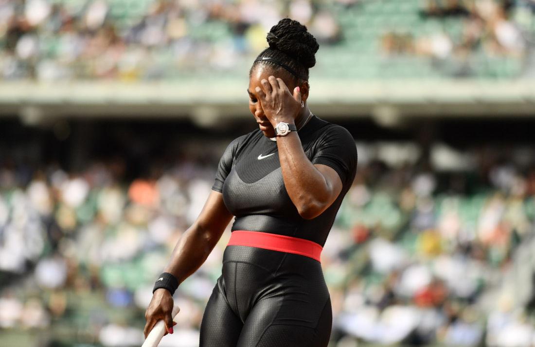 Photo of Roland Garros : La combinaison Catwoman de Serena Williams dérange