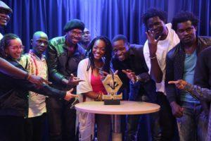 Le trophée de la coupe d'Afrique de slam poésie en tournée au Cameroun