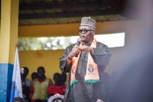Pour Akéré Muna , la décision de Samuel Eto'o de voter Paul Biya est dénuée de bon sens