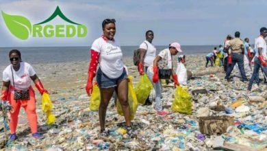 Photo de Shan'l participe à une opération de nettoyage d'une plage à Libreville