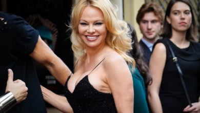 Photo of Pamela Anderson partage une photo d'elle nue sur un homme !