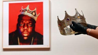 Photo of La couronne en plastique de Notorious B.I.G s'est vendue à un incroyable prix !