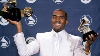 Photo of Kanye West pète les plombs et se soulage sur un Grammy Award !