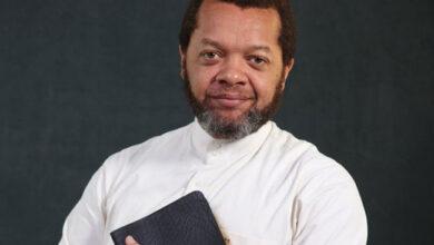 """Photo de Pasteur Marcelo Tunasi au cœur d'une polémique après voir déclaré que """"l'église catholique est une salle d'attente pour aller en enfer"""""""