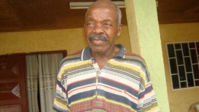 Photo de Le célèbre écrivain camerounais, Guillaume Oyono Mbia, auteur de l'œuvre à succès « Trois prétendants un Mari » est décédé