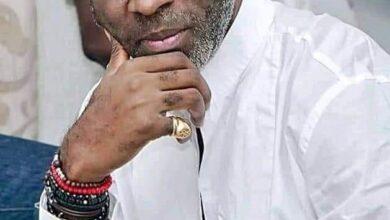 Photo de Le célèbre animateur camerounais Yves de Mbella arrêté en pleine émission à Abidjan