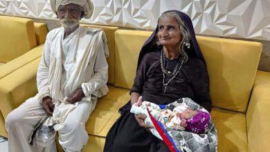 Photo de Inde : Une femme de 70 ans accouche d'un petit enfant